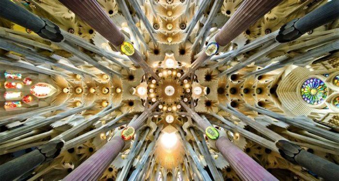 Sagrada_Familia_nave_roof_detail-750x400